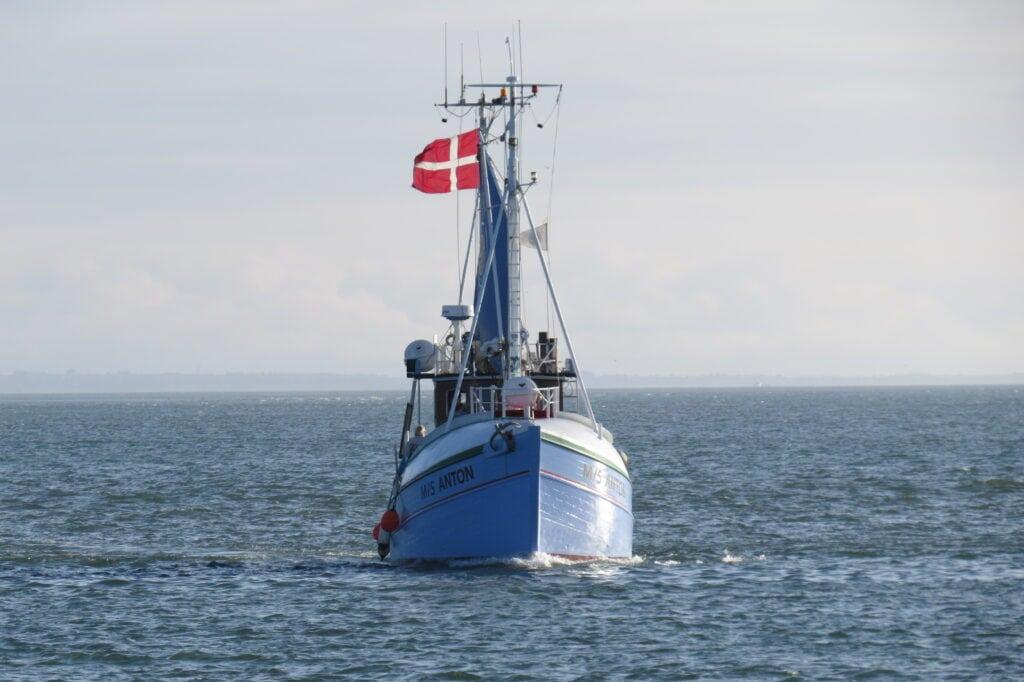 Kutter Anton på vej ind i Thyborøn Havn